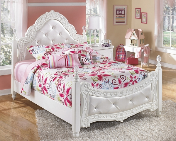 Signature Design Exquisite 5-Pc White Full Poster Bed Set by Ashley