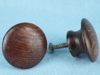 Round oak knob (2 available) (1383)