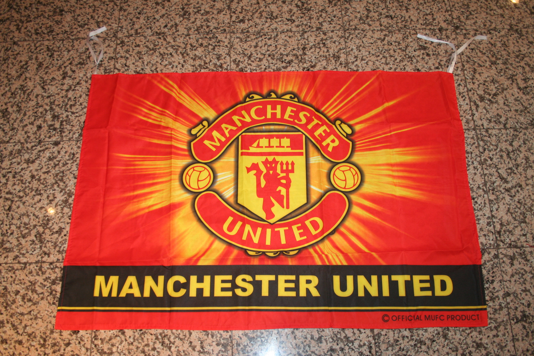 MANCHESTER UNITED FLAG BANNER TAPESTRY FC FOOTBALL CLUB MERCHANDISE APPAREL