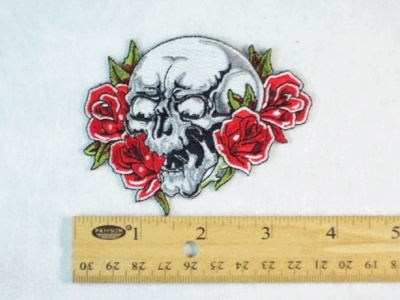 302 N - SKULL AND ROSES - EMBROIDERY PATCH