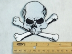 203 N - SKULL AND CROSSBONES - EMBROIDERY PATCH