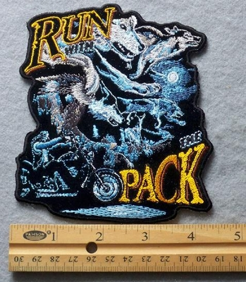 821 G - Run With The Pack Embroidered Patch