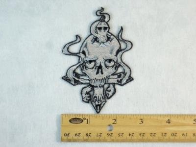 206 N - BROKEN SKULL AND CROSS - EMBROIDERY PATCH