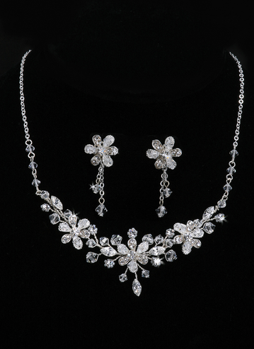 En Vogue Bridal Necklace & Earring Set NL703