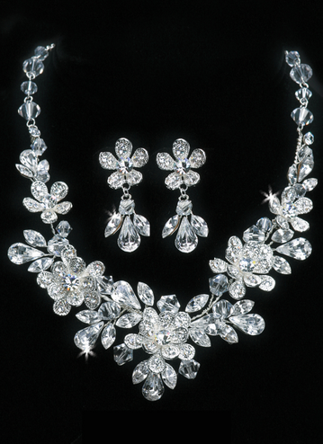 En Vogue Bridal Necklace & Earring Set NL1109
