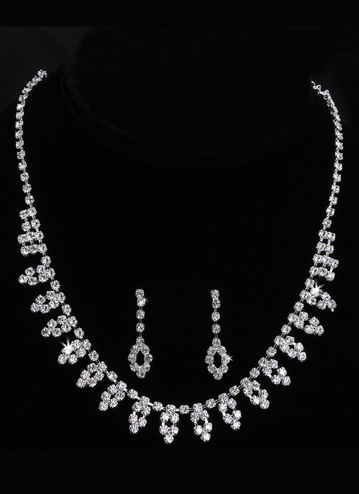 En Vogue Bridal Necklace & Earring Set NL1002