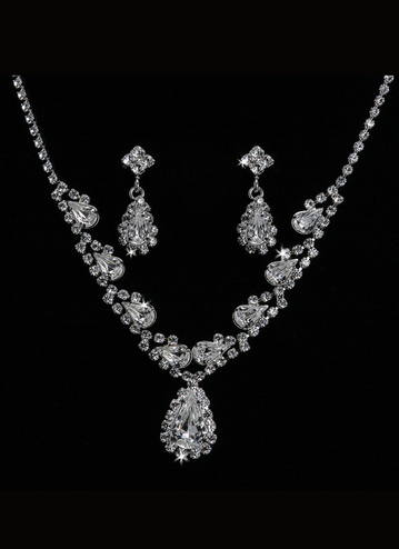 En Vogue Bridal Necklace & Earring Set NL1004