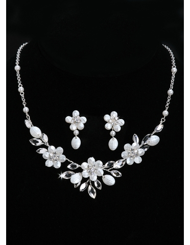 En Vogue Bridal Necklace & Earring Set NL1017