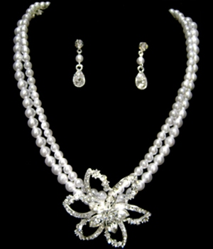 CLEARANCE: Pearl and Rhinestone Necklace and Earrings Jewelry Set-523