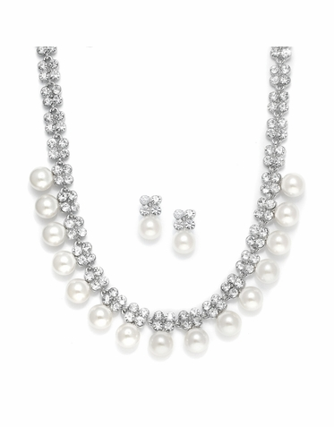 Sparkling Zirconia Clover And Pearl Necklace Set