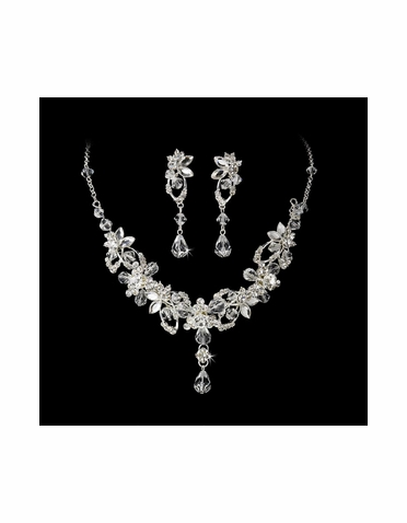 Silver and Crystal Jewelry Set NE 8308