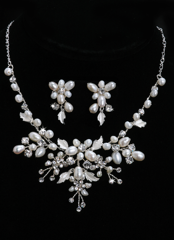 En Vogue Bridal Necklace & Earring Set NL650