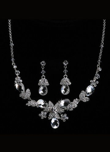 En Vogue Bridal Necklace & Earring Set NL1012