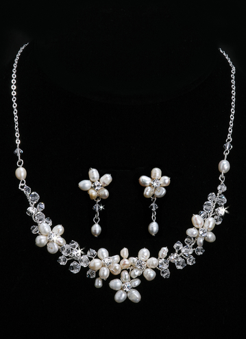 En Vogue Bridal Necklace & Earring Set NL705