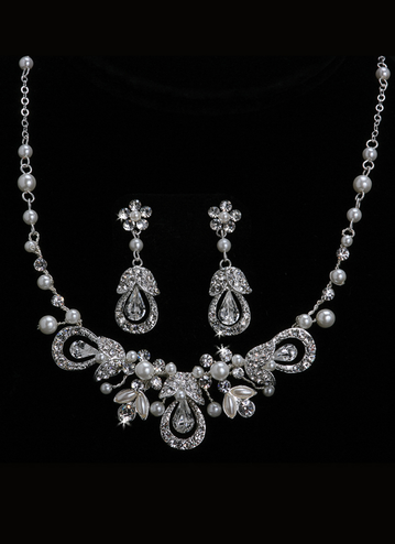 En Vogue Bridal Necklace & Earring Set NL1014