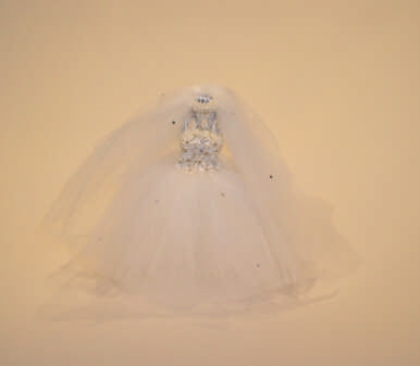 Small Ivory Bride Stand