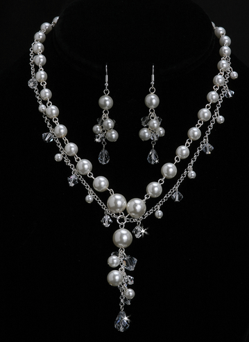 En Vogue Bridal Necklace & Earring Set NL1009