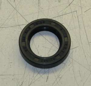 Winch Drum Shifter Oil Seal, All M35 Series Trucks, 7538695
