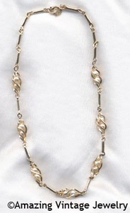 TWIRLING PEARLS Necklace
