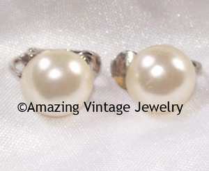 BUTTON PEARL Earrings - DAINTY