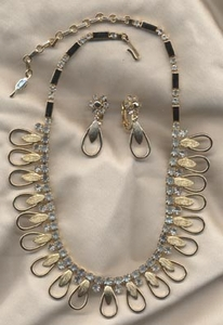 CHAN-DI-LITES Necklace/Earrings Set