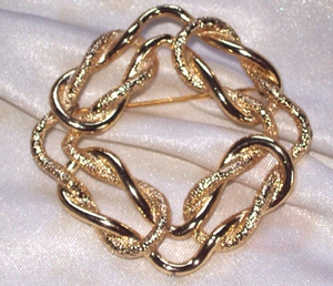 EMMONS - LOVE KNOT Pin - Goldtone
