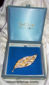 GOLDEN ICE Pin - HOSTESS