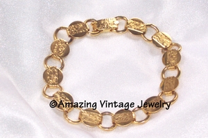 YOUNG AND GAY Bracelet  - Goldtone