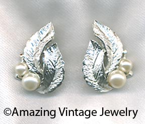 SILVERY SPLENDOR Earrings