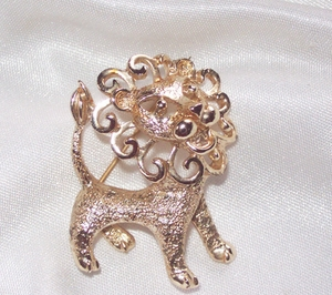 COWARDLY LION Pin