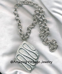 SILVERY NILE Necklace