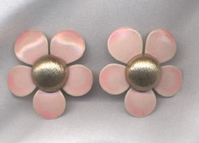 FLOWER FLATTERY Earrings - Pink