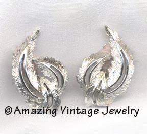 FEATHERED FASHION Earrings