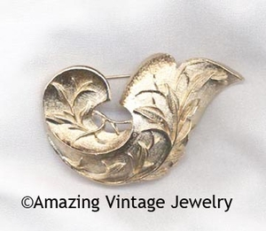 GOLDEN BROCADE Pin