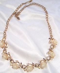 EMMONS Necklace w/Molded Roses