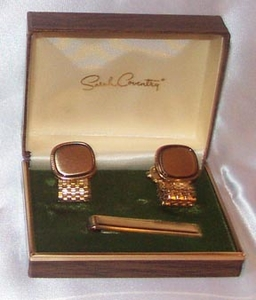 KENTUCKY DERBY Tie Bar & Cuff Links - Goldtone