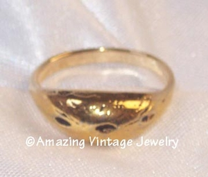 Ring - goldtone etched 3 indentions