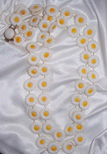 Daisy Disk Necklace