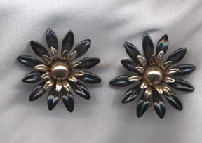 FASHION PETALS Earrings - Black