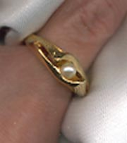 Goldtone Ring - faux pearl