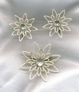 LILY Pin & Earrings Set
