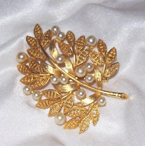 Goldtone Branch Pin w/Faux Pearls