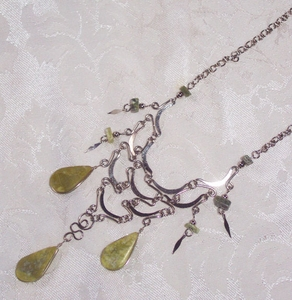Silvertone Necklace w/Kiwi-Colored Insets