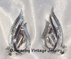 STUNNING Earrings - Silvertone