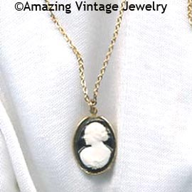 CAMEO LADY Necklace - Small Frame