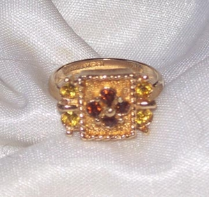 GREAT BRITAIN Ring w/topaz & amber RS