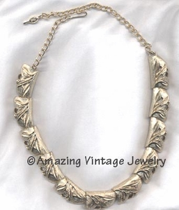 GOLDEN BROCADE Necklace