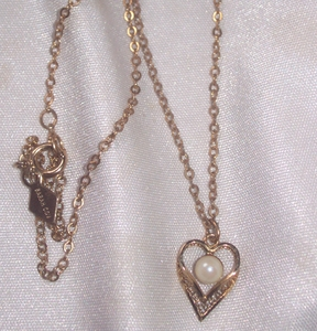 Filigree Heart Necklace w/faux pearl