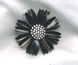 TRIFARI black/white Pin