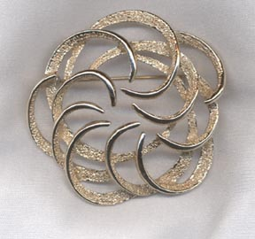 TAILORED SWIRL Pin - Goldtone